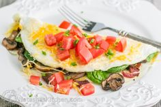 This fluffy egg white omelette is loaded with bacon, mushrooms, cheese, and fresh spinach which softens perfectly inside the omelette. So satisfying! Spinach Omelette, Egg White Omelette, Spinach Egg, Omelette Recipe, Healthy Breakfast Recipes, Healthy Eating, Healthy Recipes, Breakfast Smoothies, Bacon Stuffed Mushrooms