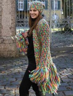 Jacket with Fringe and Matching Hat, – Free Pattern: Colorful jacket with fringe and matching hat in Schachenmayr select Piatta. Gilet Crochet, Crochet Fringe, Crochet Coat, Crochet Winter, Crochet Shirt, Crochet Jacket, Crochet Cardigan, Crochet Clothes, Couture