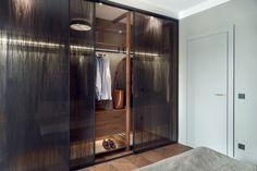 Zobaczcie kolejny interesujący projekt architektów z pracowni JT Grupa. Mieszkanie znajduje się na warszawskim Powiślu, w nowym apartamentowcu. Właścicielami jest małżeństwo, które posiada dom na przedmieściach, dlatego mieszkanie pełni rolę okazjonalnego lokum.   Aranżacja