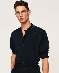 Glasses black men guys for 2019 Trendy Fashion, Mens Fashion, Outfits Hombre, Minimal Outfit, Simple Shirts, Men Style Tips, Well Dressed, Black Men, Men Casual