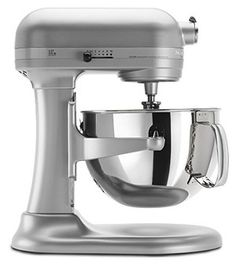 The KitchenAid Professional 600 Stand Mixer is the next tool to add to your countertop. Whether it is making bread dough or cookie batter, this stand mixer is up to the task. Nutella Chocolate Cake, Chocolate Peanut Butter, Chocolate Chip Cookies, White Chocolate, Chocolate Chips, Chocolate Babka, Delicious Chocolate, Chocolate Cupcakes, Kitchenaid Professional 600