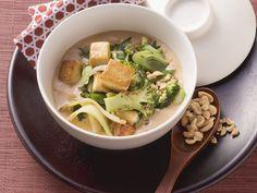 Tofu und Brokkoli in Erdnusssoße - smarter - Zeit: 40 Min. | eatsmarter.de