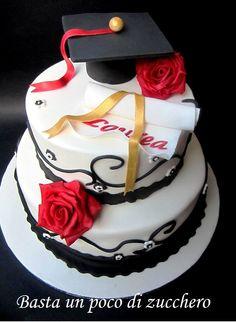 Torta Laurea https://www.facebook.com/pages/Basta-un-poco-di-zucchero/196077560477306  pretty graduation cake