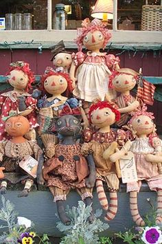 This pattern is HUGE, contains instructions for Raggedy Ann & Andy, Pilgrims, Santa, Cat, Snowman, Pumpkin Doll and several styles of faces, eyes, legs, clothing options. Also included is a tutorial link.