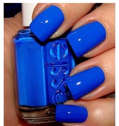 Love these royal blue nails xD