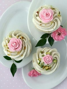 Rose Cupcakes with White Chocolate Swiss Meringue Buttercream. I cannot wait to make these beautiful and unique cupcakes. Cupcake Rose, Deco Cupcake, Cookies Cupcake, Cupcake Cakes, Vintage Cupcake, Cupcake Toppers, Cupcake Art, Meringue Cookies, Tea Cakes