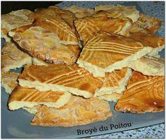 Et voilà la dernière gourmandise du jour !!!! Le broyé est une galette au beurre ( spécialité de la région Poitou Charentes ) Pour celles qui me suivent sur ma page Facebook , la tarte aux fruits que vous avez vu en photo hier , sera tres bientot sur...