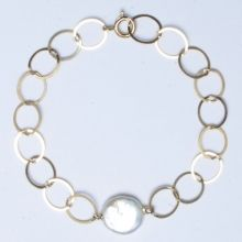 Freshwater Pearl & Goldfill Bracelet #giftsunder75 #gifts #giftideas #mothersday #mothersdaygifts #pearls #jewelry #classic #preppy www.jewelya.com