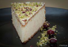 vasilopita-mouselina-01 Greek Cake, Greek Sweets, Christmas Desserts, Christmas Time, Christmas Foods, Christmas Recipes, Greek Recipes, Sweet Desserts, Vanilla Cake