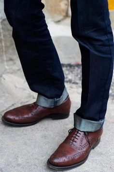 Cuffed jeans with wingtips. I LOVE wingtips! Sharp Dressed Man, Well Dressed Men, Men's Shoes, Shoe Boots, Dress Shoes, Men's Grooming, Old School Style, Older Mens Fashion, Men's Fashion