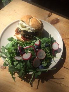 Delicious patty burger made of black beans, vegetables and coriander, with truffle mayo, cheese and bread bun, with a spring salad on the side!
