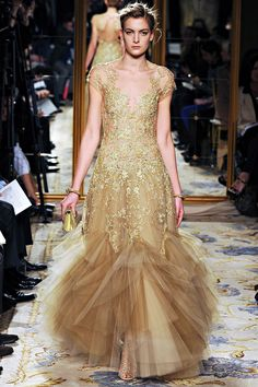 Marchesa Fall 2012- Absolutely stunning.   Red&Gold staging a comeback for Fall.. I can't wait;)  ~C