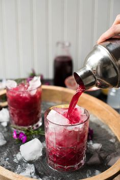 Hibiscus Bourbon Cocktails are good all year round but especially in the end stretch of winter when youre ready for warmer weather. Sweet floral notes, warming bourbon and natural vanilla make for the perfect party cocktail. Bourbon Cocktails, Fun Cocktails, Cocktail Drinks, Vodka Drinks, Cocktail Recipes, Beverages, Popular Cocktails, Vodka Martini, Martinis