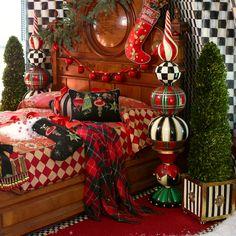 Best Outdoor Christmas Decorations, Harry Potter Christmas Decorations, Gingerbread Christmas Decor, Christmas Topiary, Farmhouse Christmas Decor, Christmas Diy, Decorating For Christmas, Tartan Christmas, Christmas Bedroom