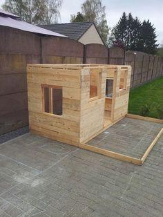 www.goodshomedesign.com diy-pallets-playhouse 2