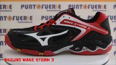 ¡NOVEDAD! Mizuno Storm3 Negro/Blanco/Rojo. La última zapatilla en llegar a nuestra tienda. Descúbrela en el nuevo vídeo 360º #shoes #handball #Mizuno #PuntoFuerte Más información: www.puntofuerte.es