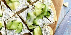 Retetele la cuptor sunt recunoscute ca fiind mai sanatoase decat cele realizate prin prajire sau fierbere, iar cand folosesti si legume proaspete si de calitate, efectul pentru o cina sanatoasa si usoara este garantat. Incearca reteta zilei si te vei reindragosti de zucchini. Feta, Tarte Fine, Carpaccio, Avocado Toast, Zucchini, Dairy, Cheese, Vegetables, Breakfast