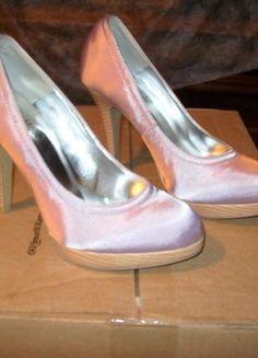 À vendre sur #vintedfrance ! http://www.vinted.fr/chaussures-femmes/escarpins-and-talons/27683787-escarpin-tissu-violet-tres-clair-brillant