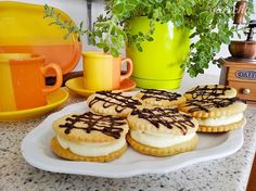 Sušenky s kokosovým krémem - recept | Varecha.sk Cheesecake, Cookies, Food, Cheesecake Cake, Biscuits, Meal, Cheesecakes, Essen, Cookie Recipes