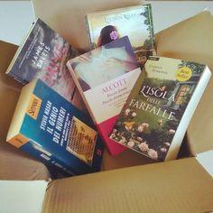 """Ma buongiorno!! Il pacco di libraccio arriva giusto in tempo per il """"june book haul"""" l'ultima sfida della #AddictedJuneChallenge di @_addictedlover_ ...la felicità   #libri #lettura #bookhaul #goodbyejune #leggere #books #libraccio #pacco #bookstagram #booklover #bookporn #bookish #bookworm #book #libro #happiness #lafelicità #libriovunque #amoreperilibri #romanzi #instalike #like #instapic #booksofinstagram #bookme #instagood"""