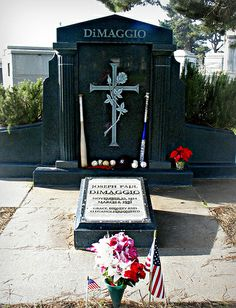 Cemetery Statues, Cemetery Headstones, Old Cemeteries, Cemetery Art, Graveyards, Famous Men, Famous People, Famous Tombstones, Elvis Presley Images