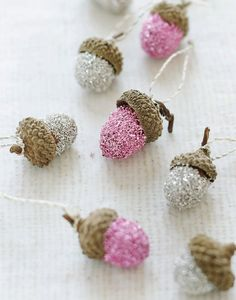 glitter acorn ornaments, i'm gonna do this one! Noel Christmas, Pink Christmas, Christmas Crafts, Christmas Decorations, Christmas Stuff, Tree Decorations, Nature Crafts, Fall Crafts, Diy Rose