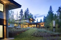 Sustainable Mountain Home Design Western Montana. Prentiss Balance Wickline Architects pursues balance between natural and built environments, beauty and utility. Modern Mountain Home, Mountain House Plans, Mountain Homes, Modern House Design, Home Design, Montana, Home Landscaping, Prefab Homes, Cabin Homes