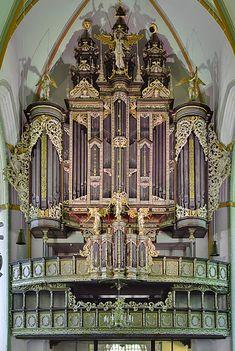 1553 Niehoff; 1715 Droppa; 1953 Beckerath organ at Johanniskirche, Luneburg, Germany