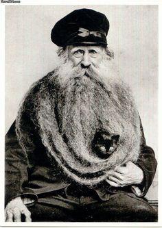 Reason # 97 to grow a beard. Louis Coulon, his eleven foot beard, and one small black cat. Weird Old Photos, Cat Beard, Beard Man, Beard Lover, Foto Portrait, Amor Animal, Animal Pics, Beard Humor, Photo Chat
