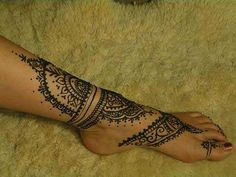 Awesome foot henna.
