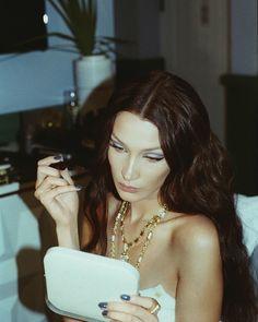 """Bella Hadid getting ready for Dior's Men Show in Miami. Pictures for V Magazine. Bella Gigi Hadid, Bella Hadid Style, Bella Hadid Tumblr, Bella Hadid Makeup, Bella Hadid Hair, Pretty Hurts, Foto Glamour, Miami Girls, V Magazine"