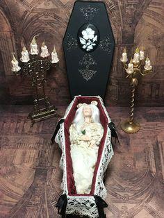 Vintage Witch, Vintage Halloween, Halloween Crafts, Halloween Decorations, Halloween Stuff, Halloween Makeup, Cheap Halloween, Haunted Dollhouse, Haunted Dolls
