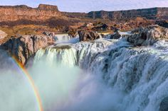 Caught a Rainbow and a face of mist -Twin Falls Idaho [OC] [3900x2600] -Please check the website for more pics