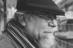 Ο Θανάσης Μουσόπουλος γεννήθηκε στην Ξάνθη το 1949, σπούδασε στη Φιλοσοφική Θεσσαλονίκης, ζει και εργάζεται στην Ξάνθη. Ασχολείται με την ποίηση το δοκίμιο, την ιστορία και τον πολιτισμό της Θράκης.