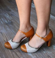 Slightly obsessed with the amazing variety of Chie Mihara Shoes! These are the Bambu style Cute Shoes, Me Too Shoes, Look Fashion, Fashion Shoes, Vintage Style Shoes, Zapatos Shoes, Shoes World, Crazy Shoes, Beautiful Shoes