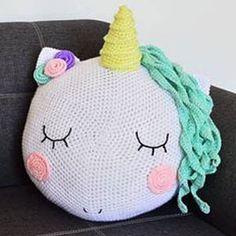 How to make an adorable crochet Unicorn pillow. 12 of The Cutest Unicorn Crochet Patterns Bag Crochet, Crochet Home, Crochet Gifts, Crochet For Kids, Crochet Baby, Crochet Children, Crochet Granny, Baby Knitting, Free Crochet