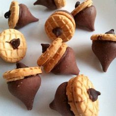 thanksgiving treats kids can make... Even though we don't celebrate thanksgiving these look adorable