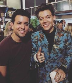 2,538 mentions J'aime, 3 commentaires – HARRY STYLES UPDATES (@harrydailyupdates) sur Instagram : «Harry with giovanniporta2 last night, 9/20»