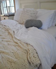 Knit blanket, white comforter, knit pillows. Love.
