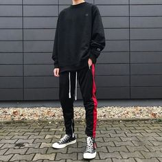 High end fashion, streetwear, art & pop culture Sweatshirt Refashion, Sweatshirt Outfit, Black Shirt Outfit Men, Outfit Jeans, Mode Outfits, Fashion Outfits, Fashion Clothes, Fashion Ideas, Guy Outfits