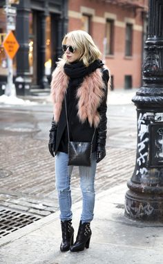 There's a science behind staying warm and looking cute and we have 19 perfect January outfits to show you how it's done. Chic Outfits, Trendy Outfits, Fashion Outfits, Womens Fashion, Fashion Trends, Fashion Clothes, Fashion Ideas, Girl Outfits, Fur Fashion