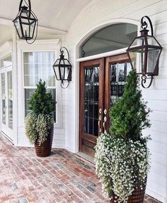 Great front door and front porch entrance detail. 30 Insanely Cute Minimalist Decor Ideas To Rock Your Next Home – Great front door and front porch entrance detail. Future House, My House, Design Exterior, Door Design, Patio Design, Outdoor Lighting, Porch Lighting, Front Door Lighting, Hallway Lighting