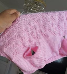Discover thousands of images about Crochet baby vest pattern - Knittting Crochet - Knittting Crochet Baby Knitting Patterns, Knitting Blogs, Knitting For Kids, Baby Patterns, Baby Booties Free Pattern, Crochet Baby Booties, Knitted Baby Clothes, Knitted Baby Blankets, Motif Bikini Crochet