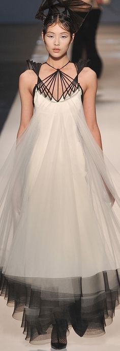 ~tulle~ Fantastic! I loveeee this dress and this photo!