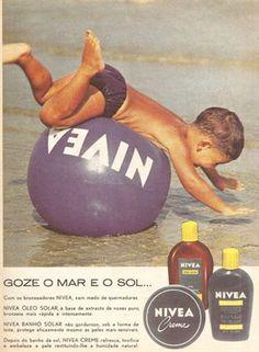 Publicidade Vintage Magazines, Vintage Ads, Vintage Posters, Nostalgia, Good Advertisements, Sea Activities, Family Humor, Poster Ads, Vintage Branding