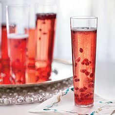Make the best cocktails for the best party ever. Here we offer you 20 great recipes for New Year's Eve party cocktails. A better way to ring in holiday Cocktails Champagne, Cocktail Drinks, Cocktail Recipes, Alcoholic Drinks, Beverages, Prosecco Drinks, Christmas Cocktails, Holiday Cocktails, Thanksgiving Cocktails