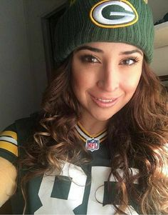 Green Bay Packers Wallpaper, Green Bay Packers Logo, Nfl Football Players, Packers Football, Nfl Cheerleaders, Cheerleading, Hot Fan, Skate Girl, Green And Gold