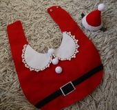 ちっちゃいサンタさんへ* ベビー用クリスマス衣装 | ベビー&キッズ > スタイ&ベビー用品 > スタイ(女の子用) | ハンドメイド・手作りマーケット tetote(テトテ) | 作品ID:rk2189406215