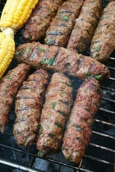 Kefta grillée à la marocaine. Moroccan grilled ground meat sausages with spices and fresh herbs