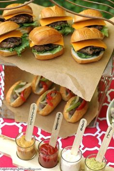 Summer Food Bar - DIY, catering, babecue, hamburger, hot dog #WeddingCateringOptions